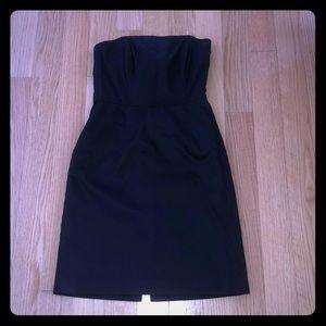 Beautiful little black dress!